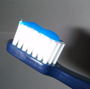 Kartáček se zubní pastou