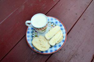 Mléko a sýr k snídani