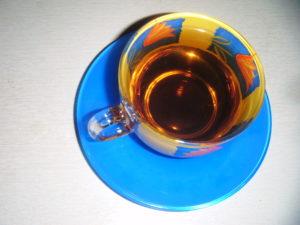 Správně uvařený čaj ve skleněném hrnečku