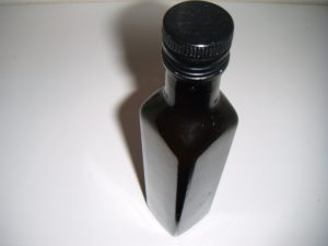 Oxymel přelitý do tmavé láhve